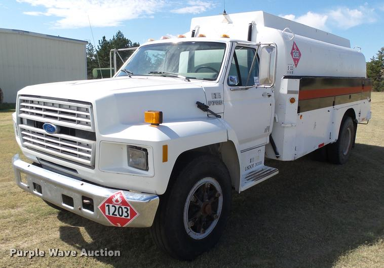 1994 Ford F700 fuel truck