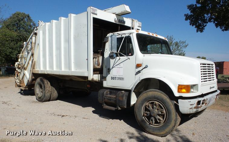 1993 International 4900 refuse truck