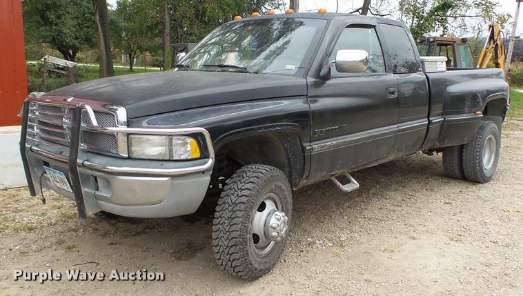 1997 Dodge Ram 3500 Club Cab pickup truck