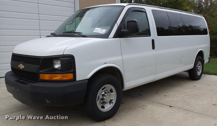 2010 Chevrolet Express 3500 extended van