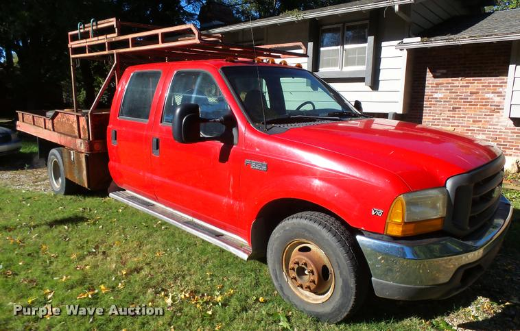 1999 Ford F350 Super Duty Crew Cab flatbed pickup truck