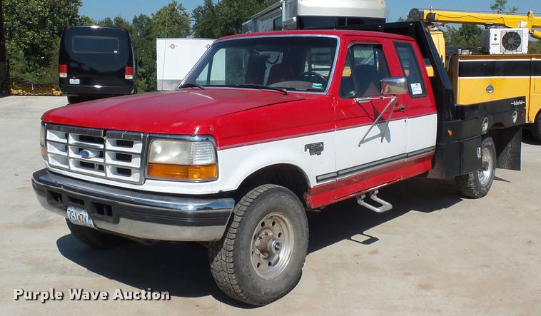 1996 Ford F250 SuperCab flatbed pickup truck
