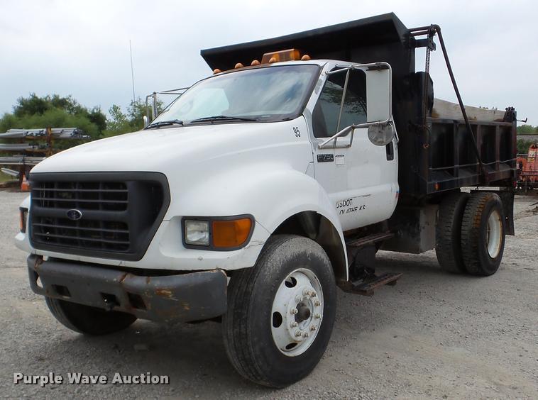 2000 Ford F750 Super Duty dump truck