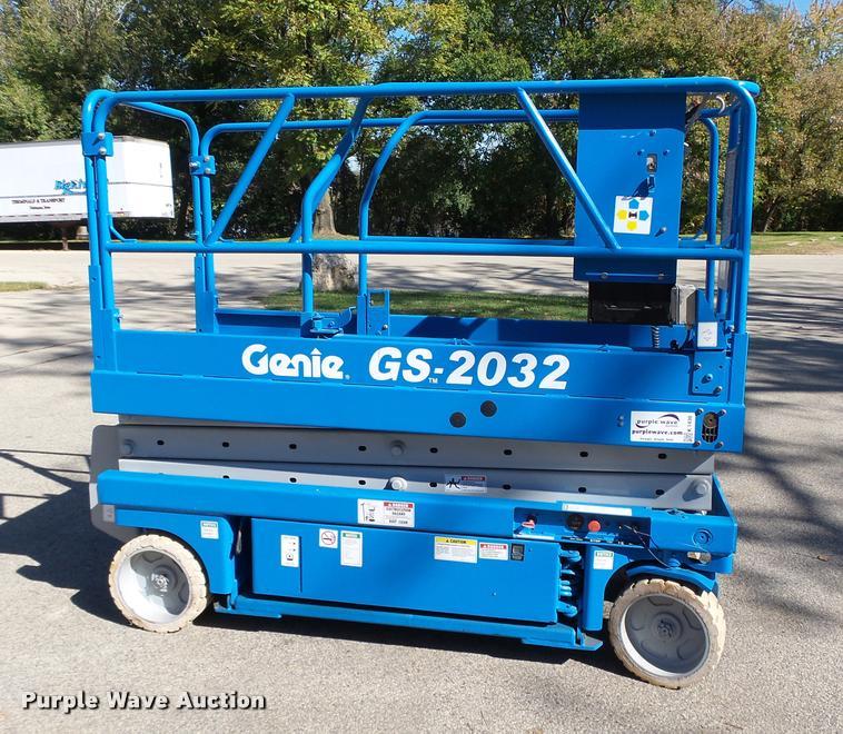 1999 Genie GS2032 scissor lift