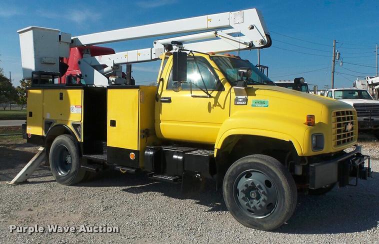 2001 Chevrolet C6500 bucket truck