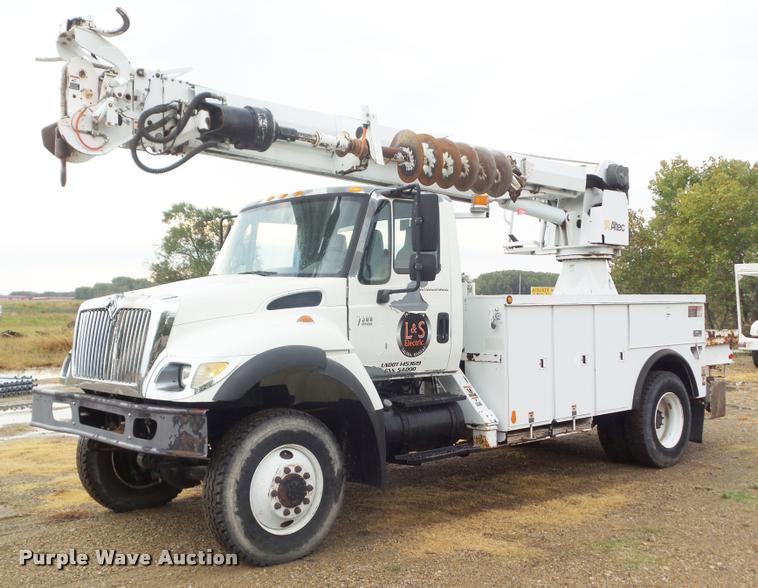 2005 International 7300 digger derrick truck