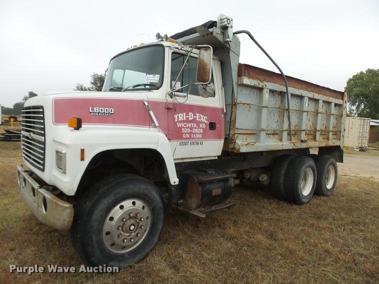 1991 Ford LNT8000 dump truck