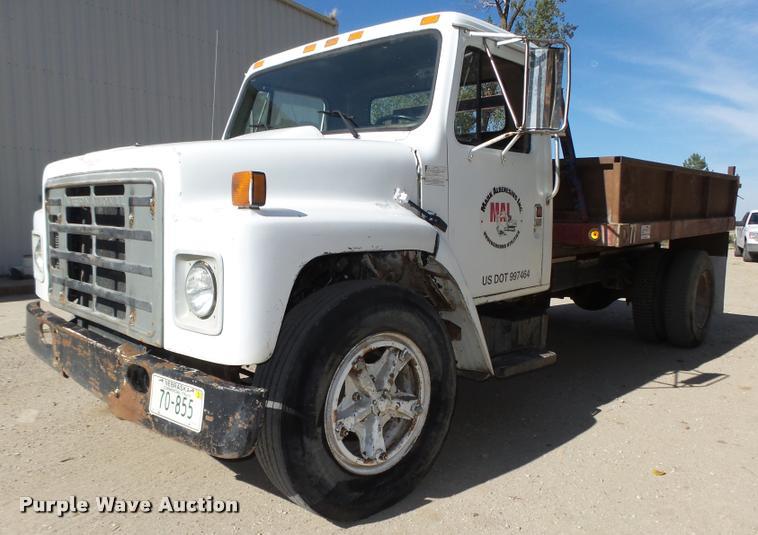 1986 International 1954 dump truck