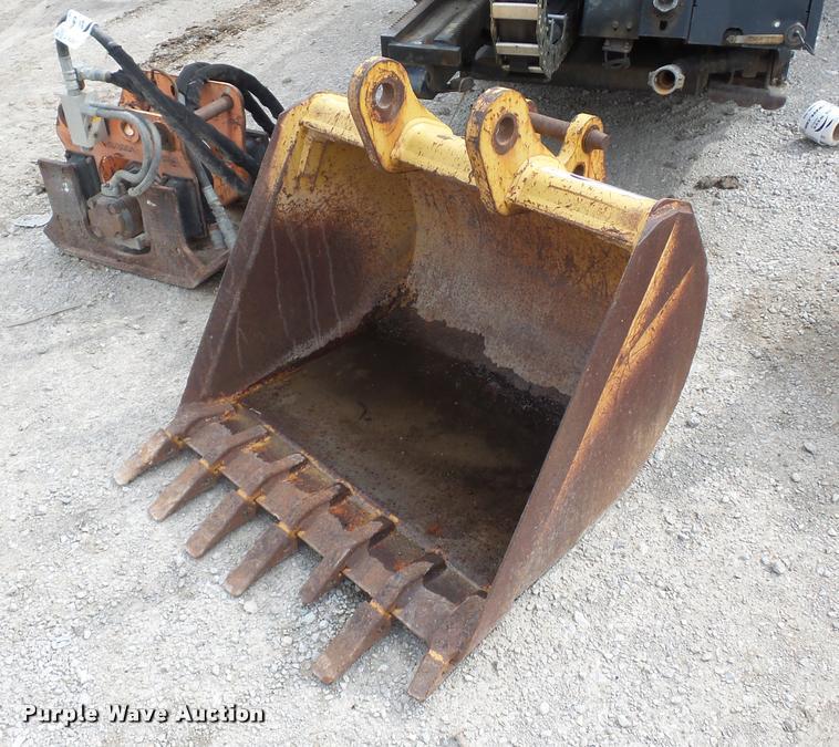 Case 580 backhoe bucket