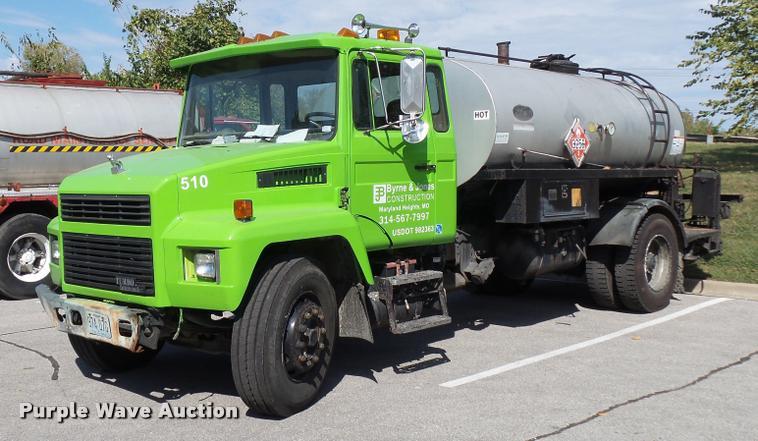 1989 Mack CS250P oil distributor truck