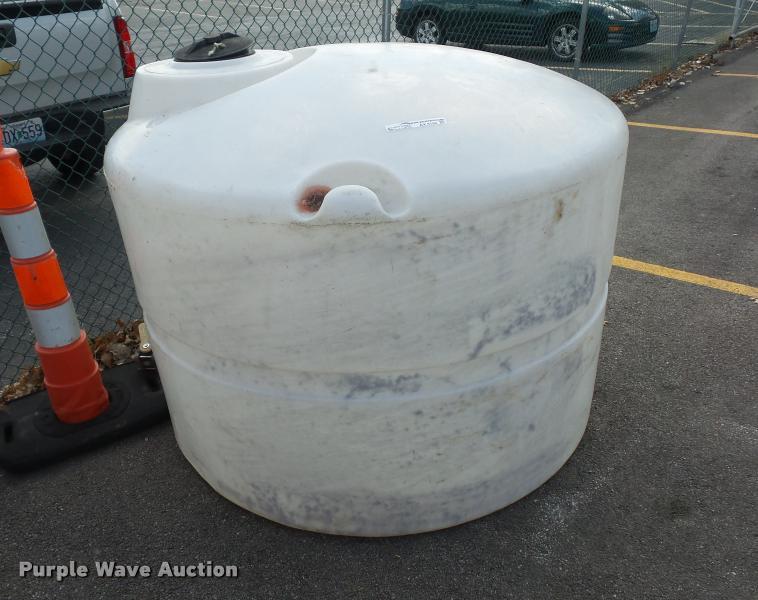 Bulk water tank