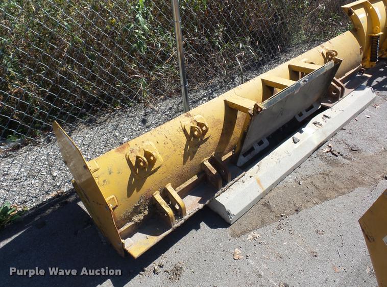 Skid steer snow plow blade