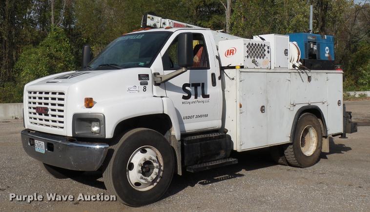 2005 GMC C7500 service truck with crane