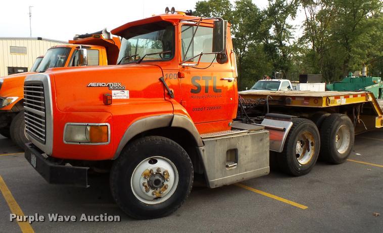 1995 Ford LTA9000 AeroMax 106 semi truck