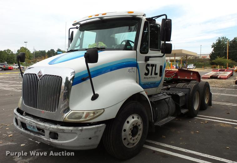 2006 International TranStar 8600 semi truck