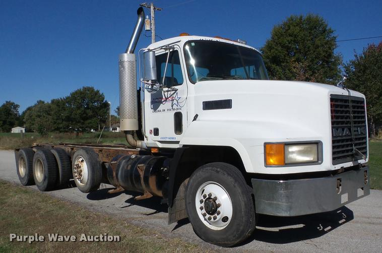 1999 Mack CH613 truck cab and chassis