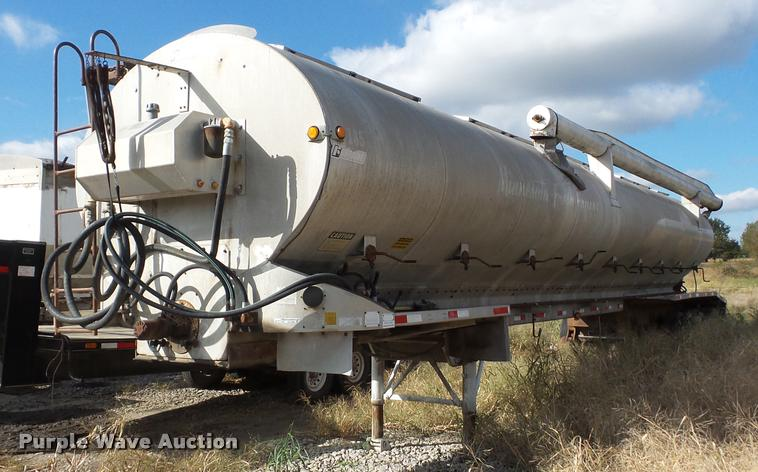1984 Fontaine bulk feed trailer