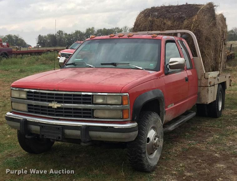 1993 Chevrolet 3500 Ext. Cab flatbed pickup truck