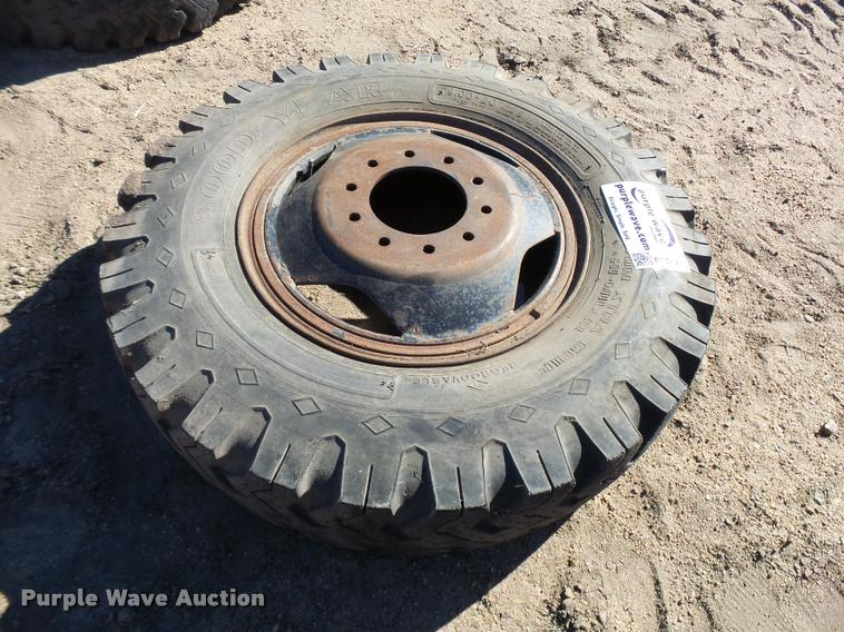 9.00-20 tire and wheel