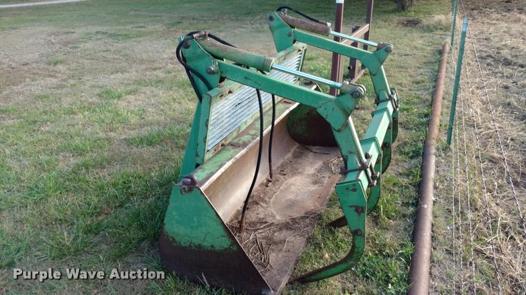John Deere grapple bucket