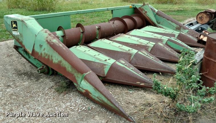 John Deere 653A row crop head