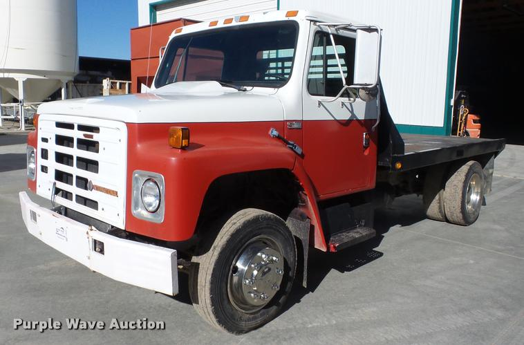 1989 International S1600 flatbed truck