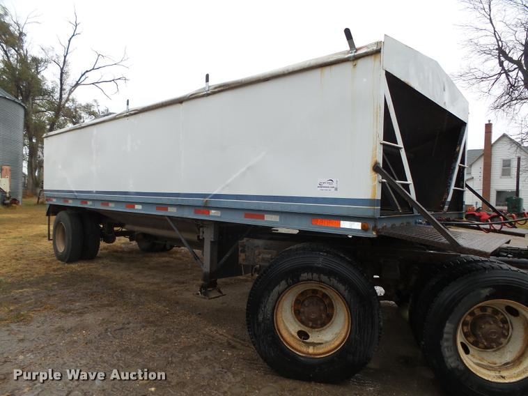 1992 Neville single hopper pup grain trailer
