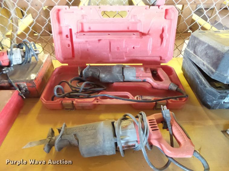 (2) Milwaukee reciprocating saws