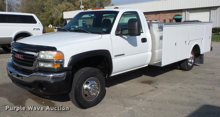 2003 GMC Sierra 3500 utility truck