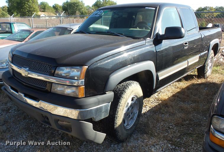 2004 Chevrolet Silverado 1500 Z71 Ext. Cab pickup truck