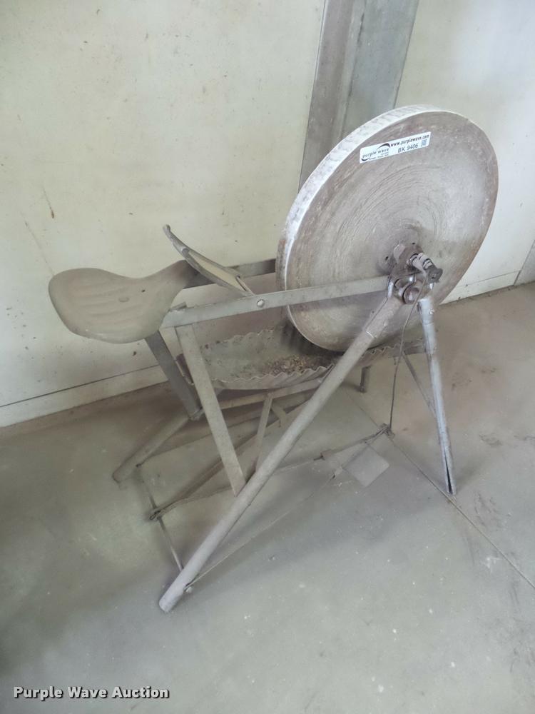 Pedestal grinding wheel