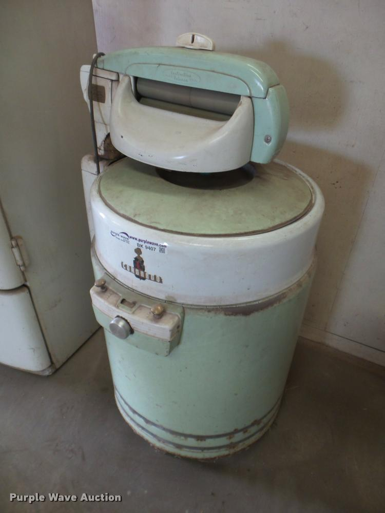 Coronado Wringer wash machine