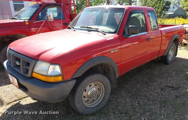 2000 Ford Ranger SuperCab pickup truck
