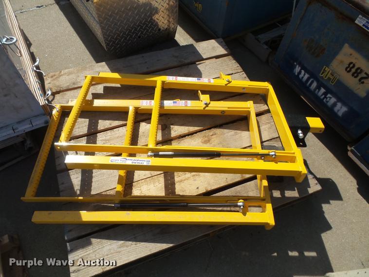 (2) Unique bed mount steps