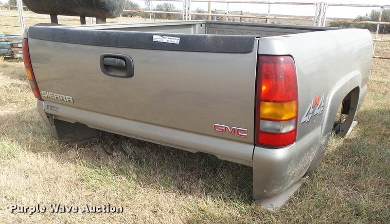 GMC Sierra 2003 GMC pickup truck bed