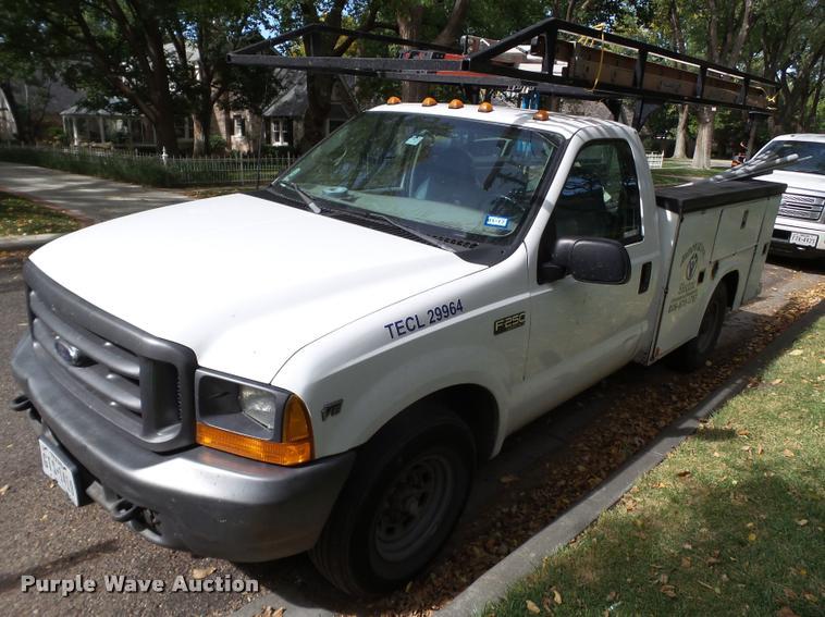 2000 Ford F250 Super Duty utility truck