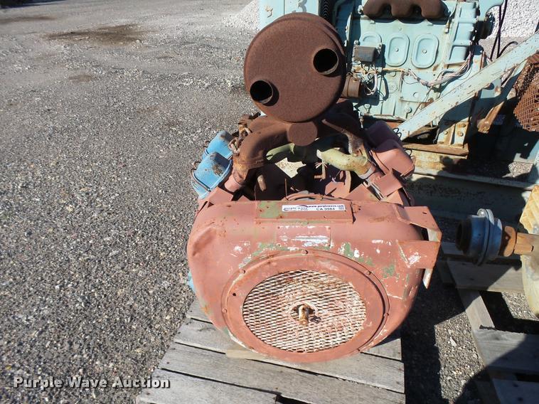 Wisconsin V4650 four cylinder gas engine