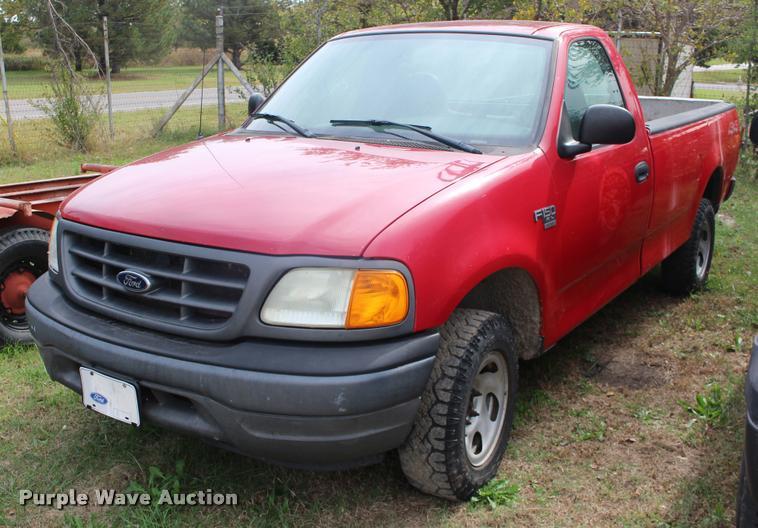 2004 Ford F150 XL pickup truck