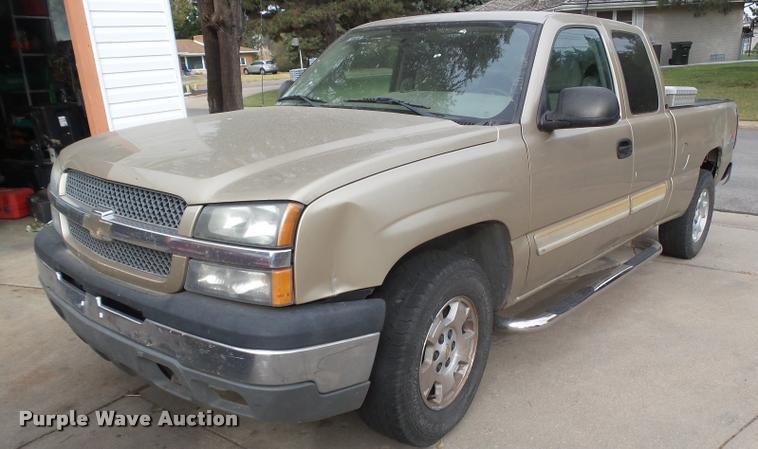 2005 Chevrolet Silverado 1500 Ext. Cab pickup truck