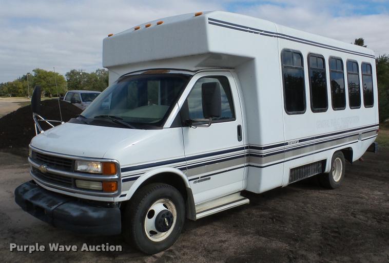 2001 Chevrolet Express 3500 shuttle bus