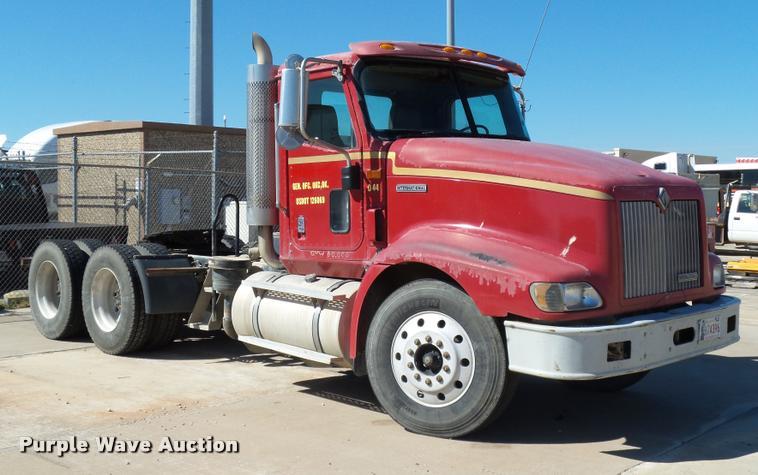 2001 International 9400i semi truck