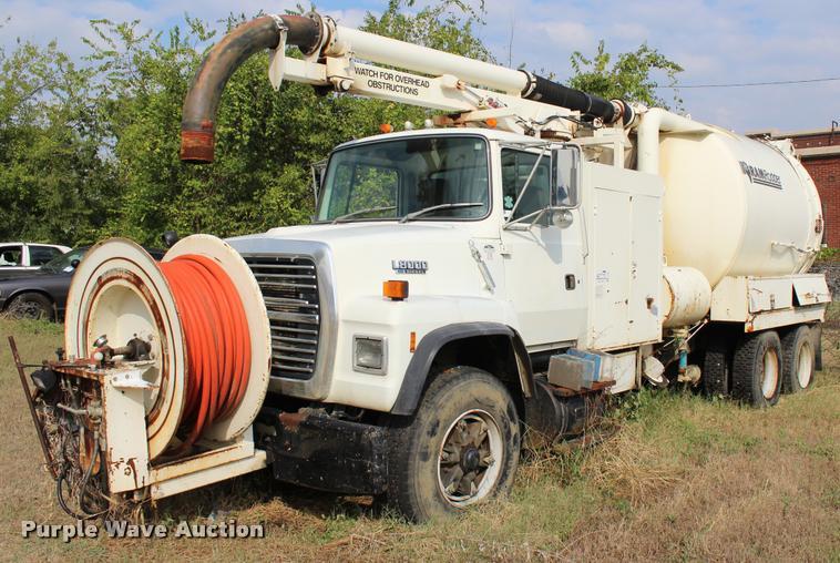 1991 Ford LNT8000 vacuum truck