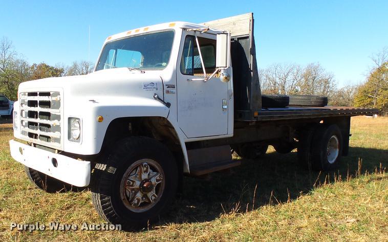 1980 International S1700 flatbed truck