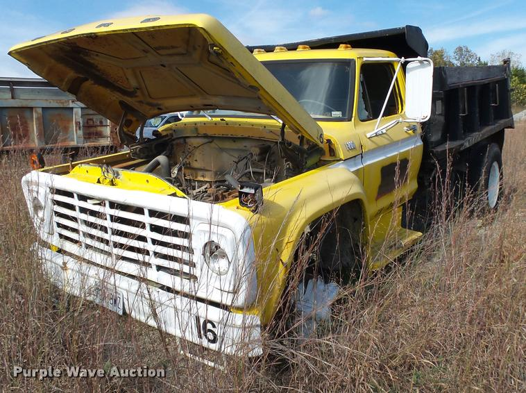 1979 Ford F800 dump truck