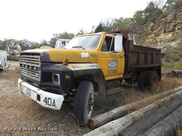 1981 Ford F85 dump truck