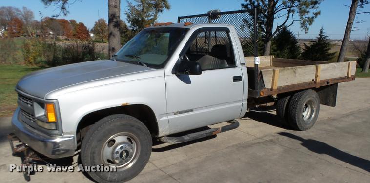 1995 Chevrolet 3500 flatbed pickup truck