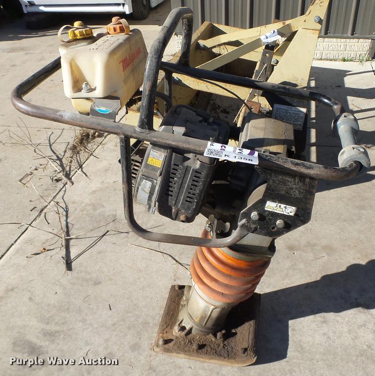Mikasa MT-75HS plate compactor