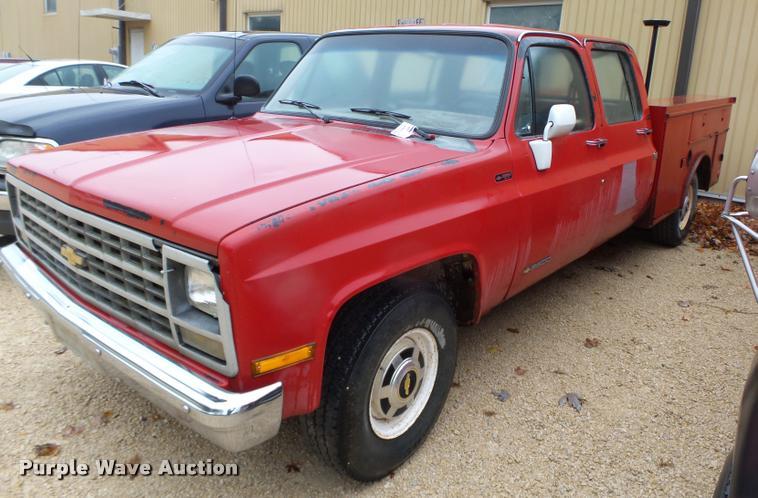 1991 Chevrolet 3500 Crew Cab utility truck