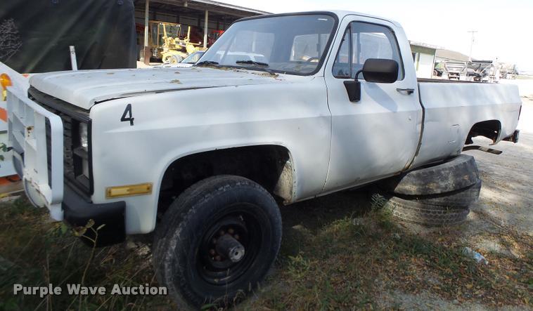 1985 Chevrolet D30 pickup truck