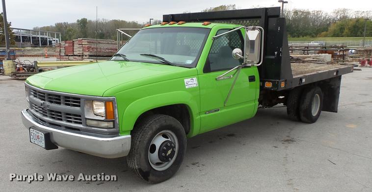 2000 Chevrolet 3500 flatbed pickup truck